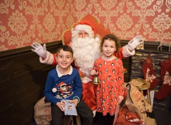 Oliver and Jasmine meet Santa at Princes Quay (Image: Go! Photo, Vicky Benge). Click on the photo to see the full Hull Daily Mail Article.